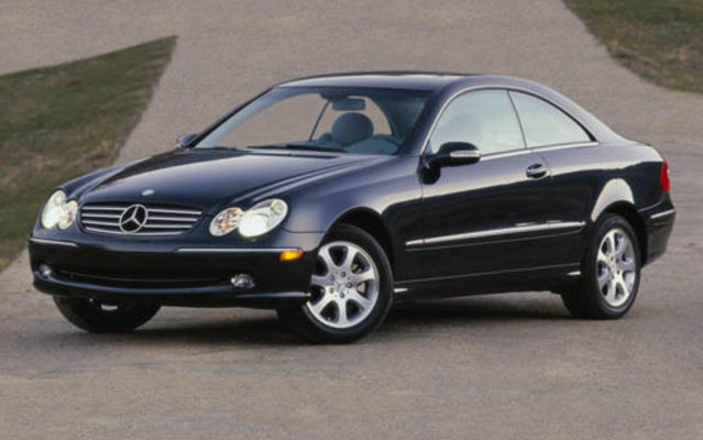 Guide de l 39 auto 2005 mercedes benz clk une question de for Mercedes benz clk 2005