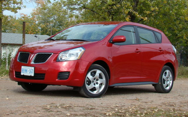 pontiac vibe vs toyota matrix six of one a half dozen of the other picture gallery photo. Black Bedroom Furniture Sets. Home Design Ideas