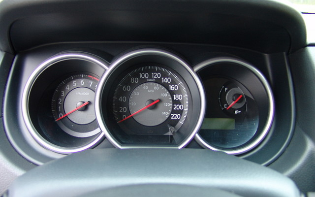 Nissan Versa 2009. Nissan Versa 1,6 2009