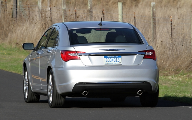 058301_2011_Chrysler_200