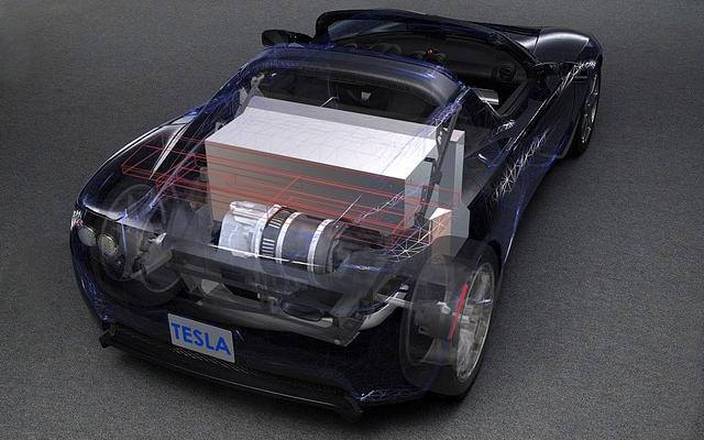 vue en transparence du moteur et de l 39 immense batterie de propulsion de la tesla galerie. Black Bedroom Furniture Sets. Home Design Ideas
