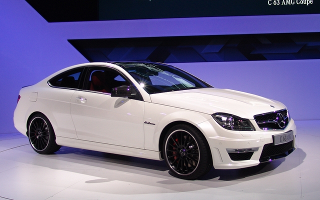New York Mercedes Benz C63 Amg Coupe Il Fallait S Y Attendre Mercedes Benz Classe C 2012