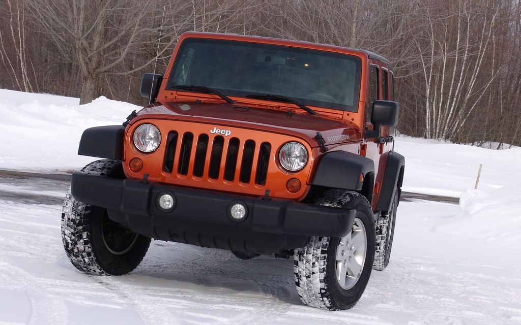 jeep wrangler 2011 il sait parler aux femmes guide auto. Black Bedroom Furniture Sets. Home Design Ideas