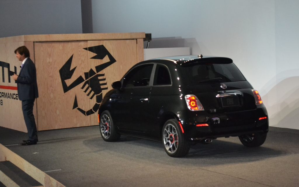 abarth 500 premi re nord am ricaine los angeles fiat 500 2012 guide auto. Black Bedroom Furniture Sets. Home Design Ideas