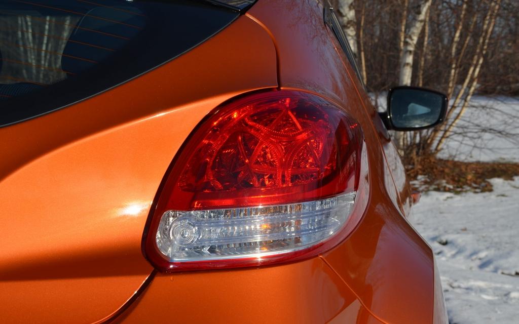 Hyundai Veloster 2012. Du style jusque dans les feux arrière!