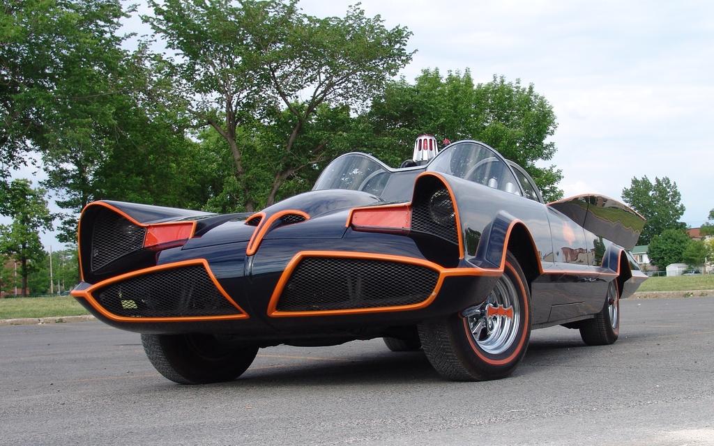 pour cr er cette batmobile gilles franc a enlev la carrosserie d 39 une cadillac 1966 et n 39 a. Black Bedroom Furniture Sets. Home Design Ideas