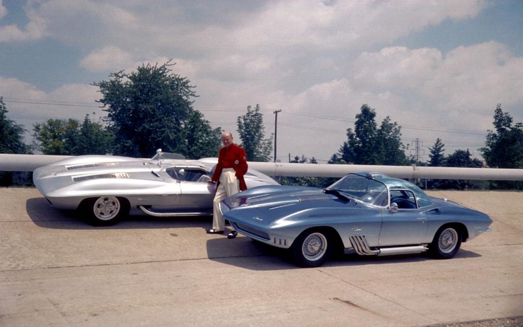 bill mitchell aux c t s des chevrolet corvette stingray 1959 et chevrolet corvette mako shark. Black Bedroom Furniture Sets. Home Design Ideas