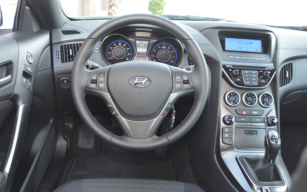 2013 hyundai genesis coupe 2 0t the dashboard is a total success picture gallery photo 10. Black Bedroom Furniture Sets. Home Design Ideas