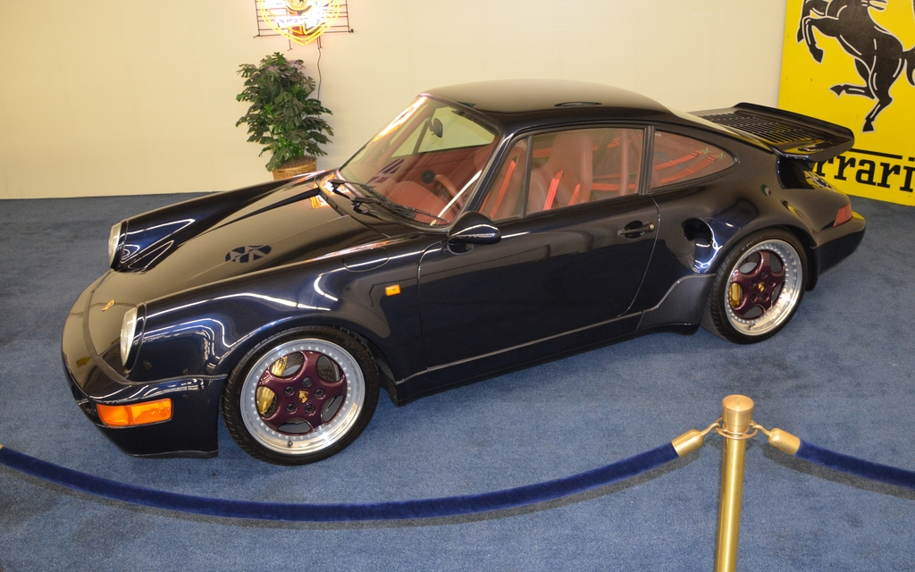 porsche 911 turbo s 1993 cette voiture n 39 a parcouru que 84 km depuis ce temps un sacril ge. Black Bedroom Furniture Sets. Home Design Ideas