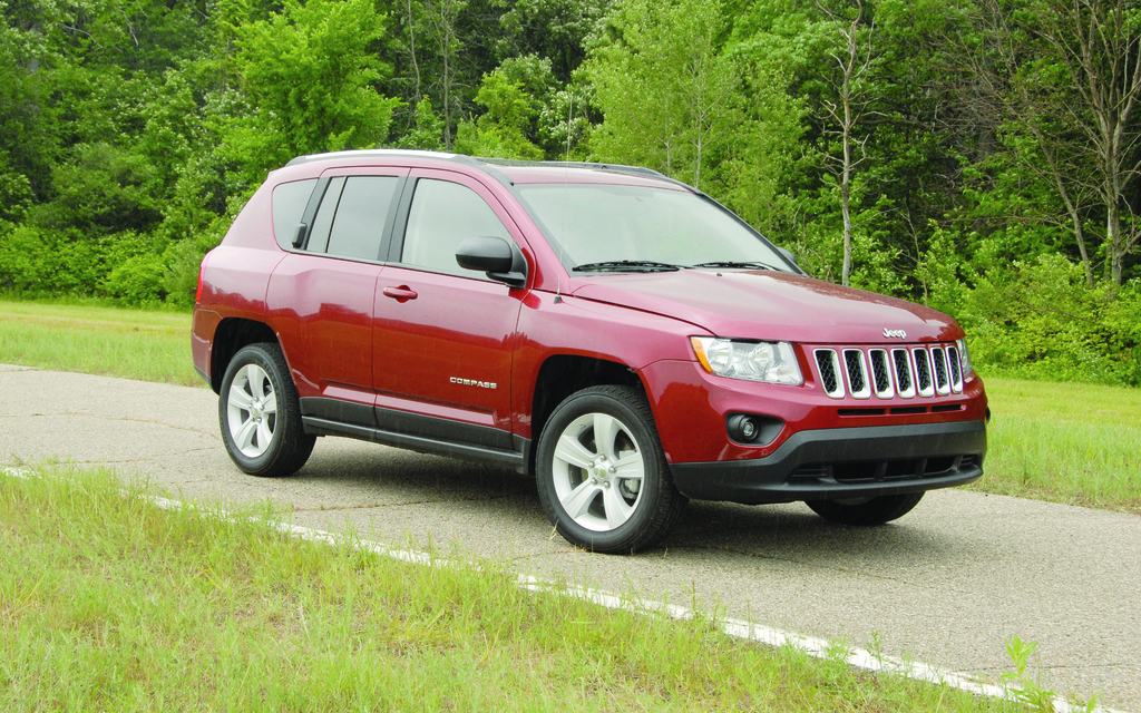 guide de l 39 auto 2012 jeep compass 2012 rester sur sa faim le guide de l 39 auto. Black Bedroom Furniture Sets. Home Design Ideas