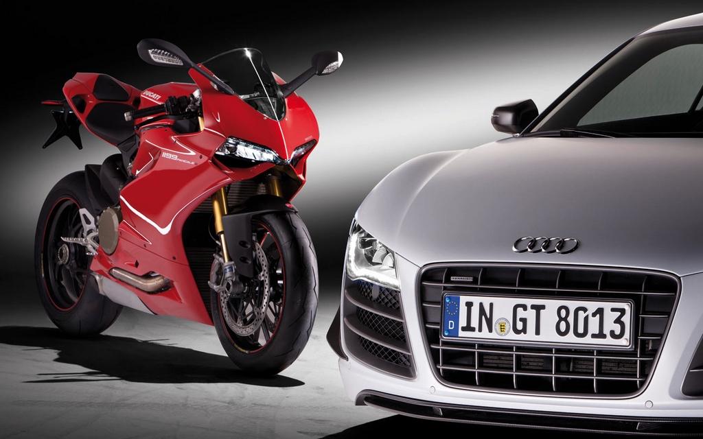 Audi R8 et moto Ducati