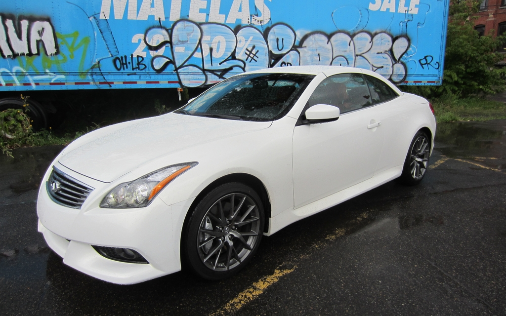 2013 infiniti ipl g convertible a great gt but misses the sports car mark review the car guide. Black Bedroom Furniture Sets. Home Design Ideas