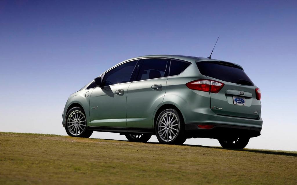 ford c max hybride 2013 il peut parcourir 917 km avec un plein d 39 essence ford c max 2013. Black Bedroom Furniture Sets. Home Design Ideas