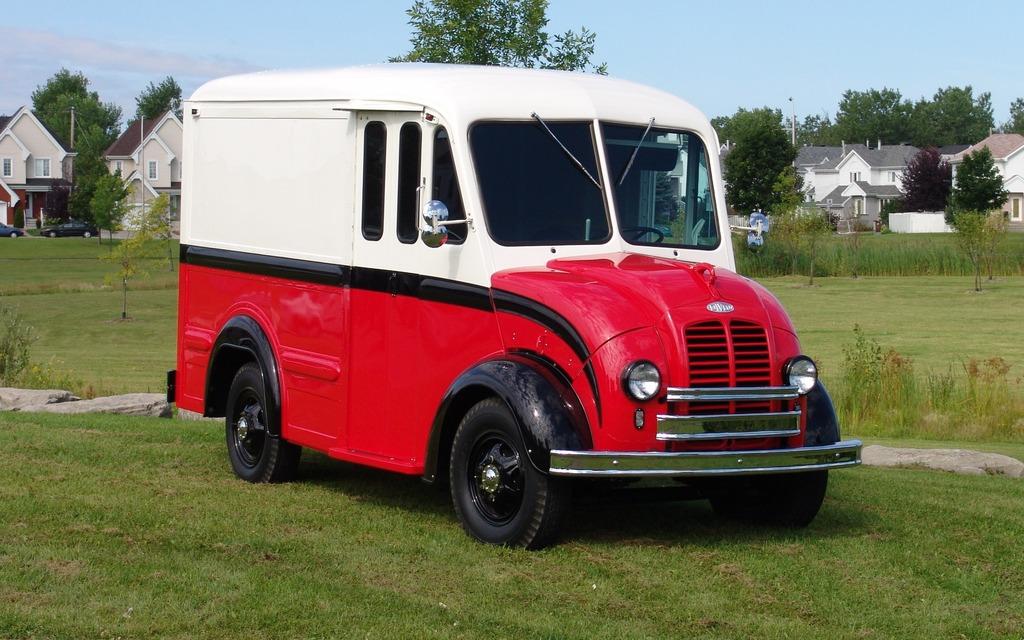 divco 1947 le camion du laitier guide auto. Black Bedroom Furniture Sets. Home Design Ideas