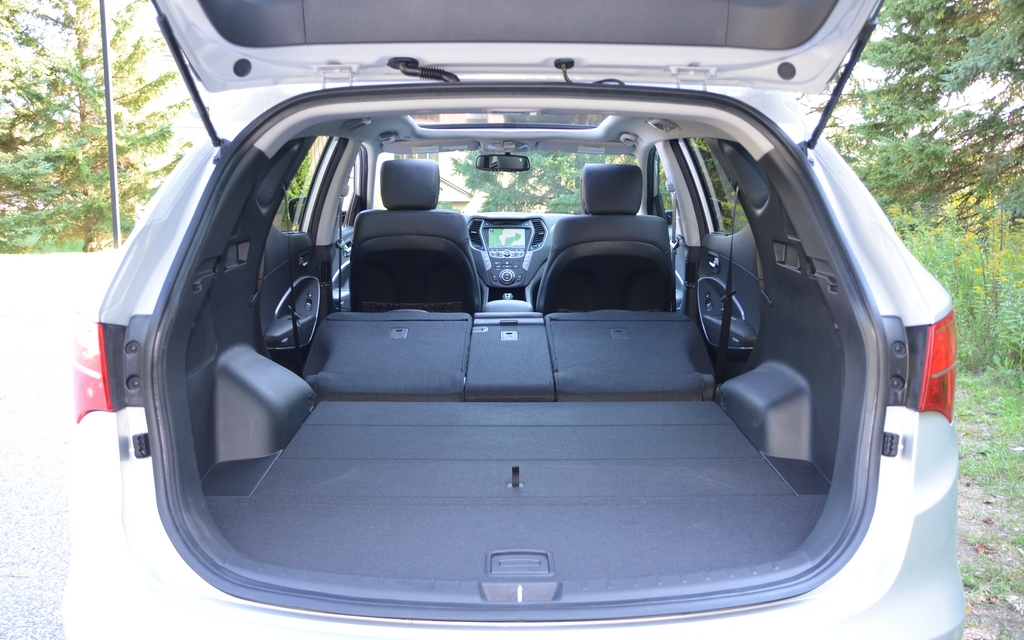 with all the seatbacks lowered the cargo space is 2 025 litres picture gallery photo 20 24. Black Bedroom Furniture Sets. Home Design Ideas