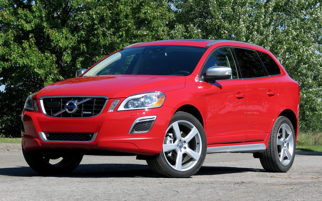 volvo xc60 r design une su doise chic pour les vacances. Black Bedroom Furniture Sets. Home Design Ideas