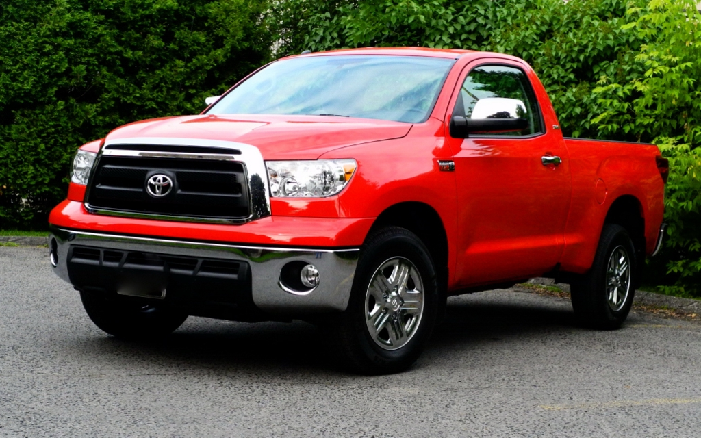 2012 toyota tundra reasonable size and surprisingly fun to drive review the car guide. Black Bedroom Furniture Sets. Home Design Ideas