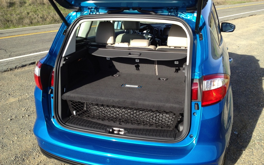cargo space is limited due to the 7 6 kw battery 2013 ford c max energi picture gallery. Black Bedroom Furniture Sets. Home Design Ideas