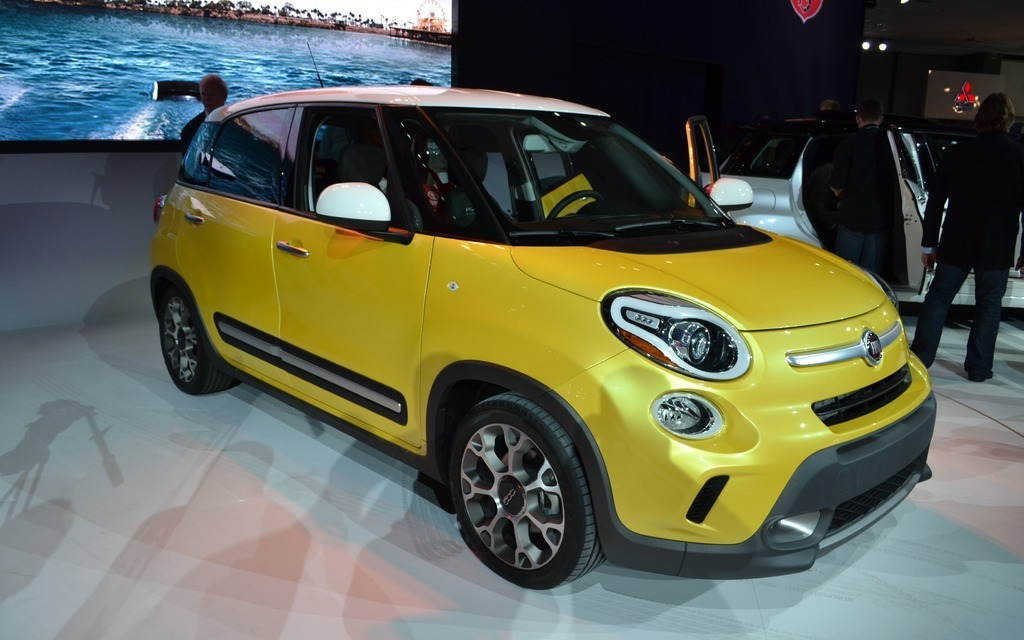 fiat 500l lounge and trekking 2014 fiat 500l site pretty name. Black Bedroom Furniture Sets. Home Design Ideas