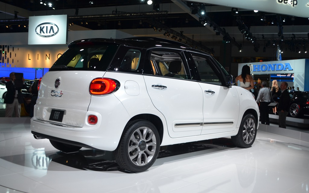 fiat 500l and 500c abarth canadian premiere in montreal 2014 fiat 500l 2013 fiat 500c the. Black Bedroom Furniture Sets. Home Design Ideas