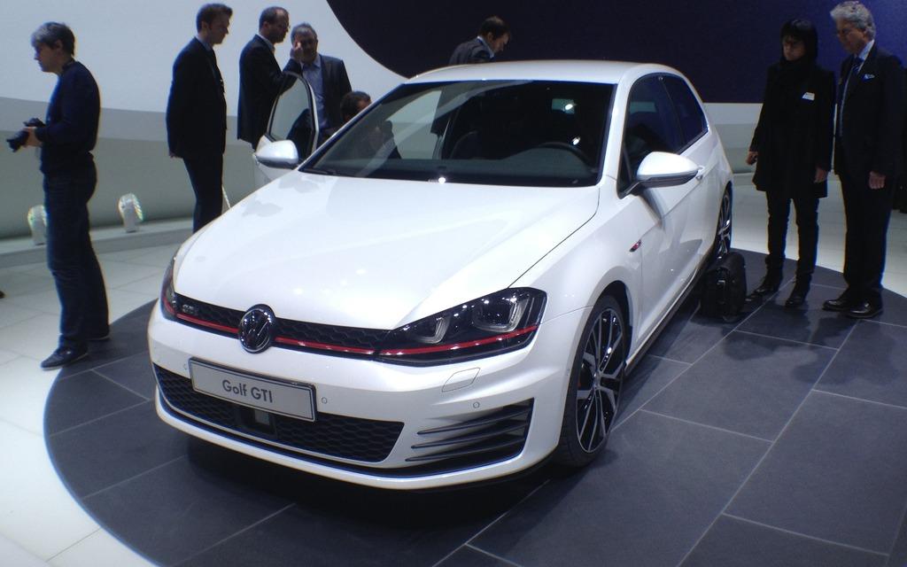 Volkswagen golf gti une 7e mouture pour les europ ens for Golf interieur montreal