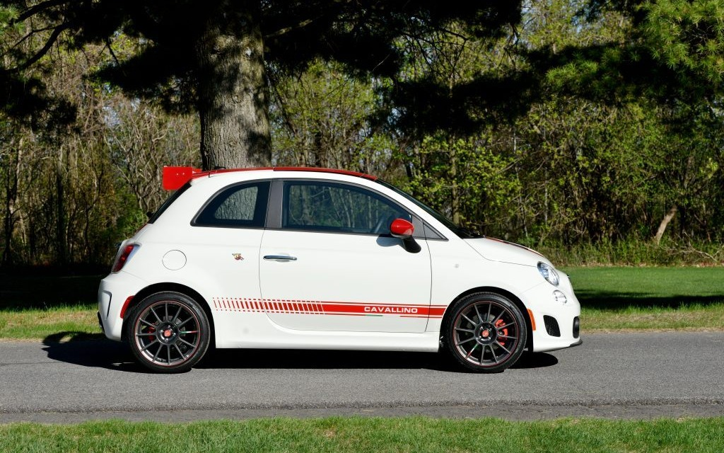 essais fiat 500 abarth cavallino 2014 passion italienne production qu b coise fiat 500. Black Bedroom Furniture Sets. Home Design Ideas