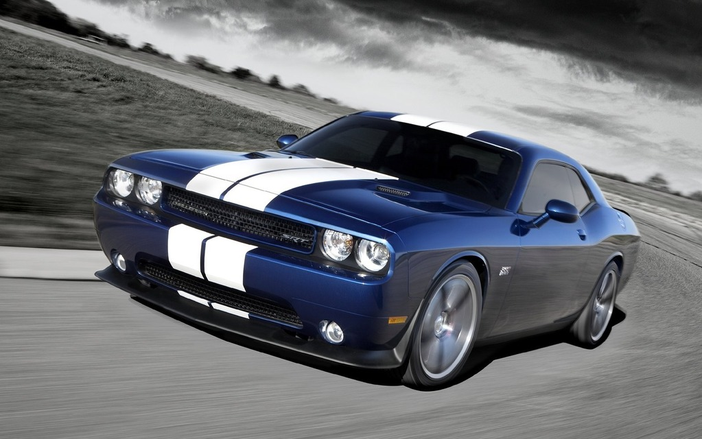 new 39 hellcat 39 hemi engine will offer up to 640 supercharged horsepower 2015 dodge challenger. Black Bedroom Furniture Sets. Home Design Ideas