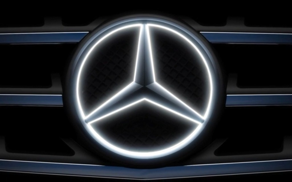 Mercedes benz unleashes glowing silver star emblems the for Mercedes benz star logo