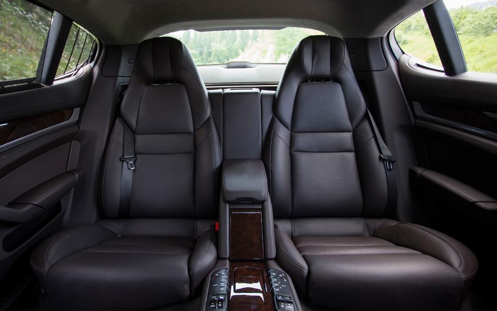 porsche panamera turbo executive 2014 places arri re dignes d 39 une limousine galerie photo. Black Bedroom Furniture Sets. Home Design Ideas