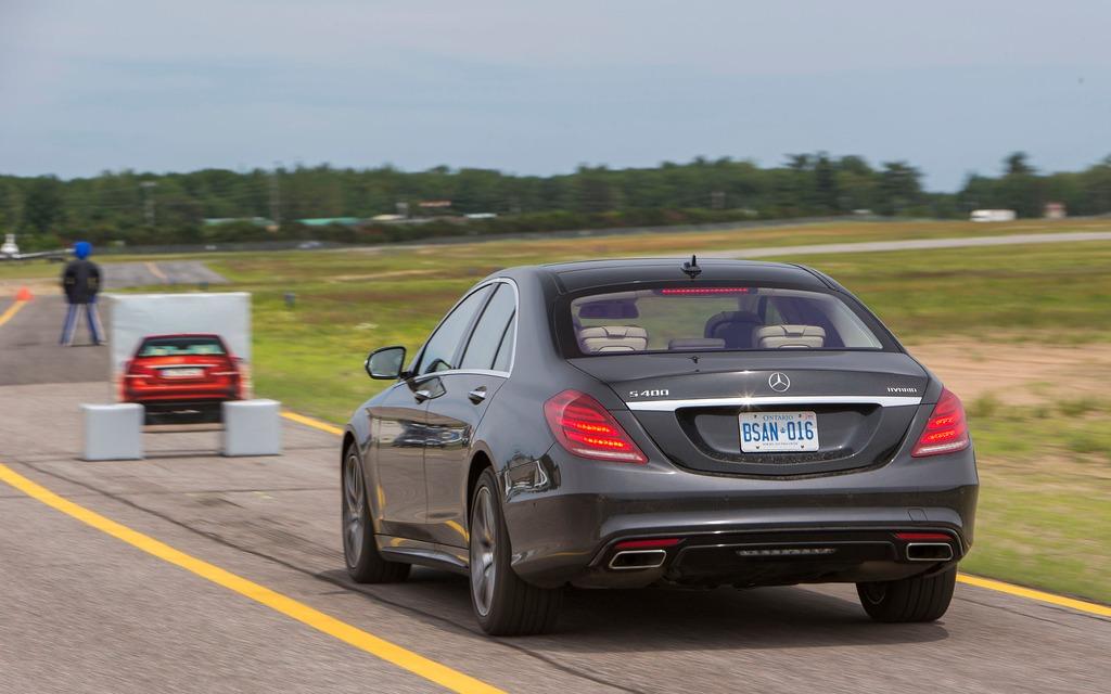 Mercedes benz classe s 2014 freinage automatique par le for 2014 mercedes benz s550