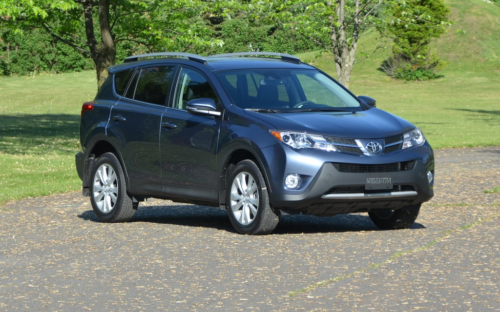 toyota rav4 2013 du bonbon sans sucre toyota rav4 2014 guide auto. Black Bedroom Furniture Sets. Home Design Ideas