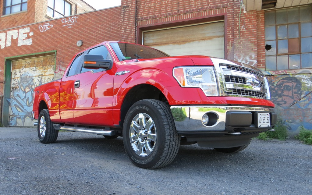 2013 ford f 150 xlt supercab the everyperson 39 s pickup review the car guide. Black Bedroom Furniture Sets. Home Design Ideas