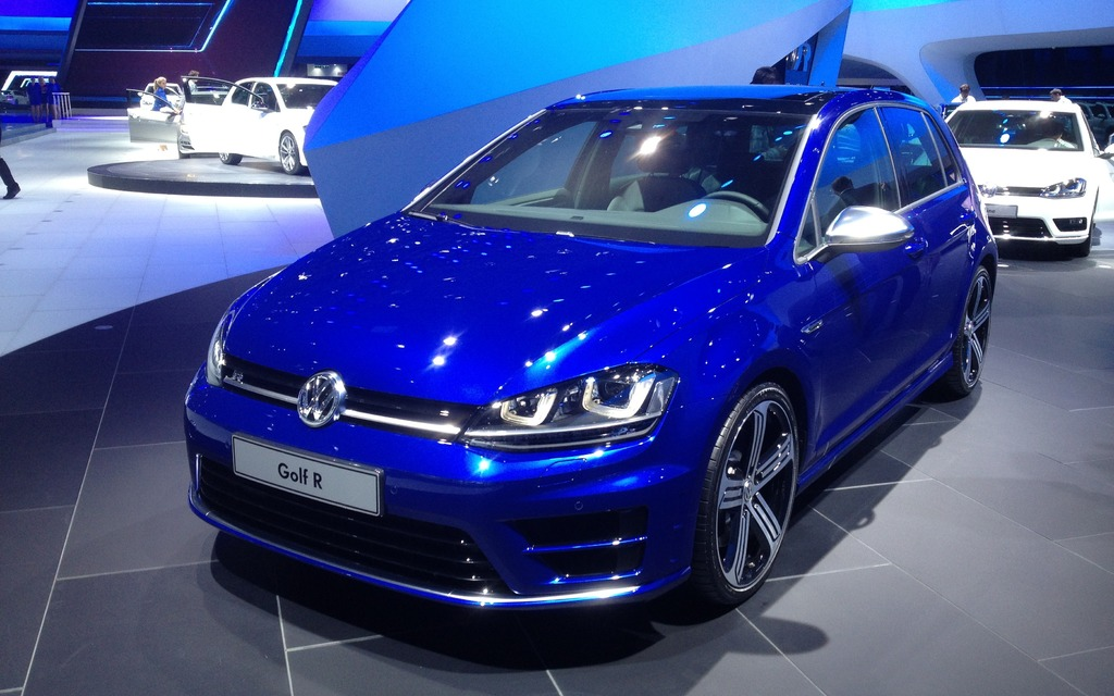 volkswagen golf r 2014 la plus puissante jamais offerte. Black Bedroom Furniture Sets. Home Design Ideas