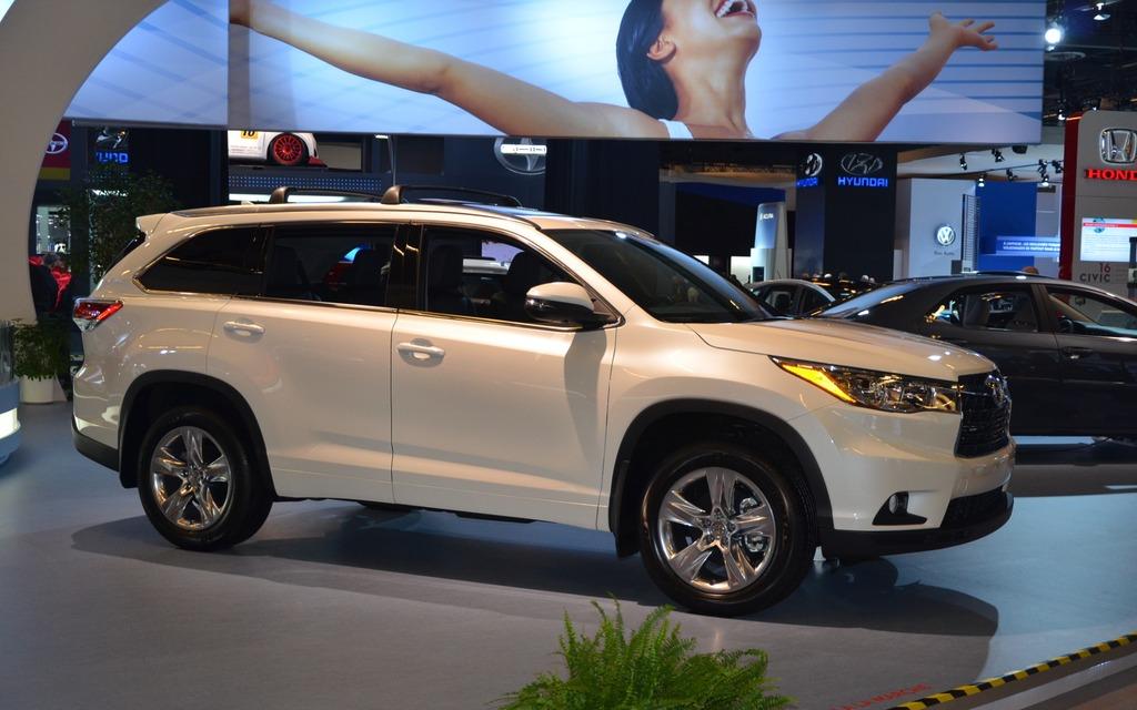 Toyota highlander 2014 au salon de l 39 auto de montr al - Salon de l auto de montreal ...