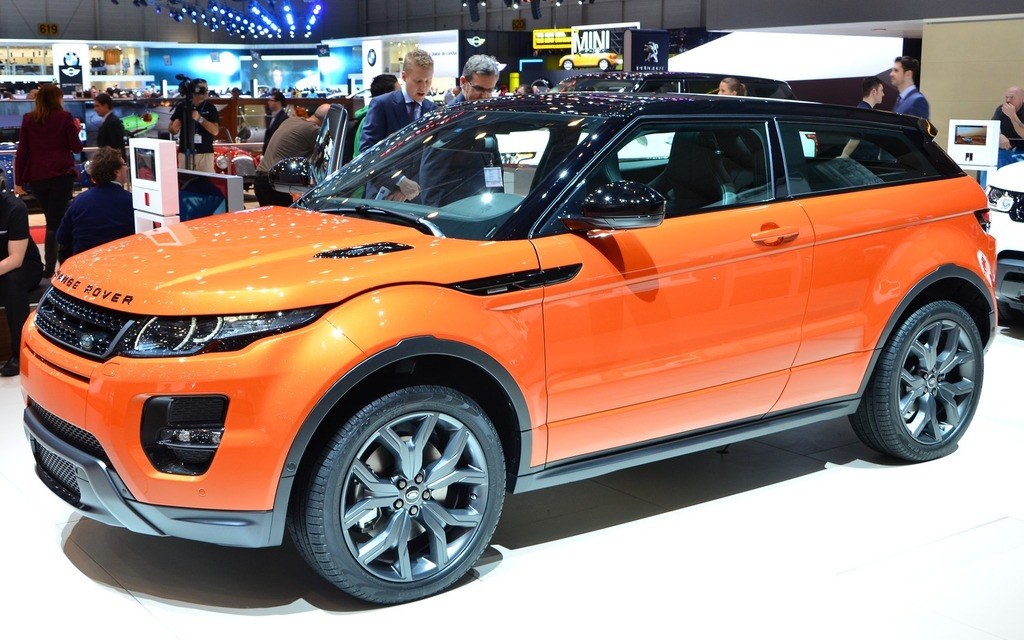 geneva range rover evoque 39 s new autobiography dynamic. Black Bedroom Furniture Sets. Home Design Ideas