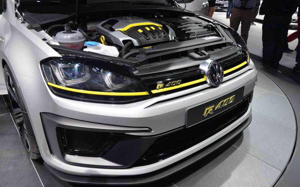 volkswagen unveils a crazy golf r400 in beijing the car guide. Black Bedroom Furniture Sets. Home Design Ideas