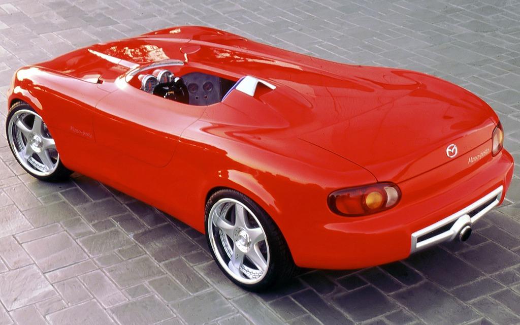 mazda miata mono posto construite pour honorer les voitures de sport italiennes des ann es 30. Black Bedroom Furniture Sets. Home Design Ideas