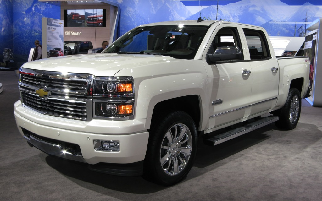 the 2015 chevrolet silverado hd high country picture gallery photo 1 9 the car guide. Black Bedroom Furniture Sets. Home Design Ideas