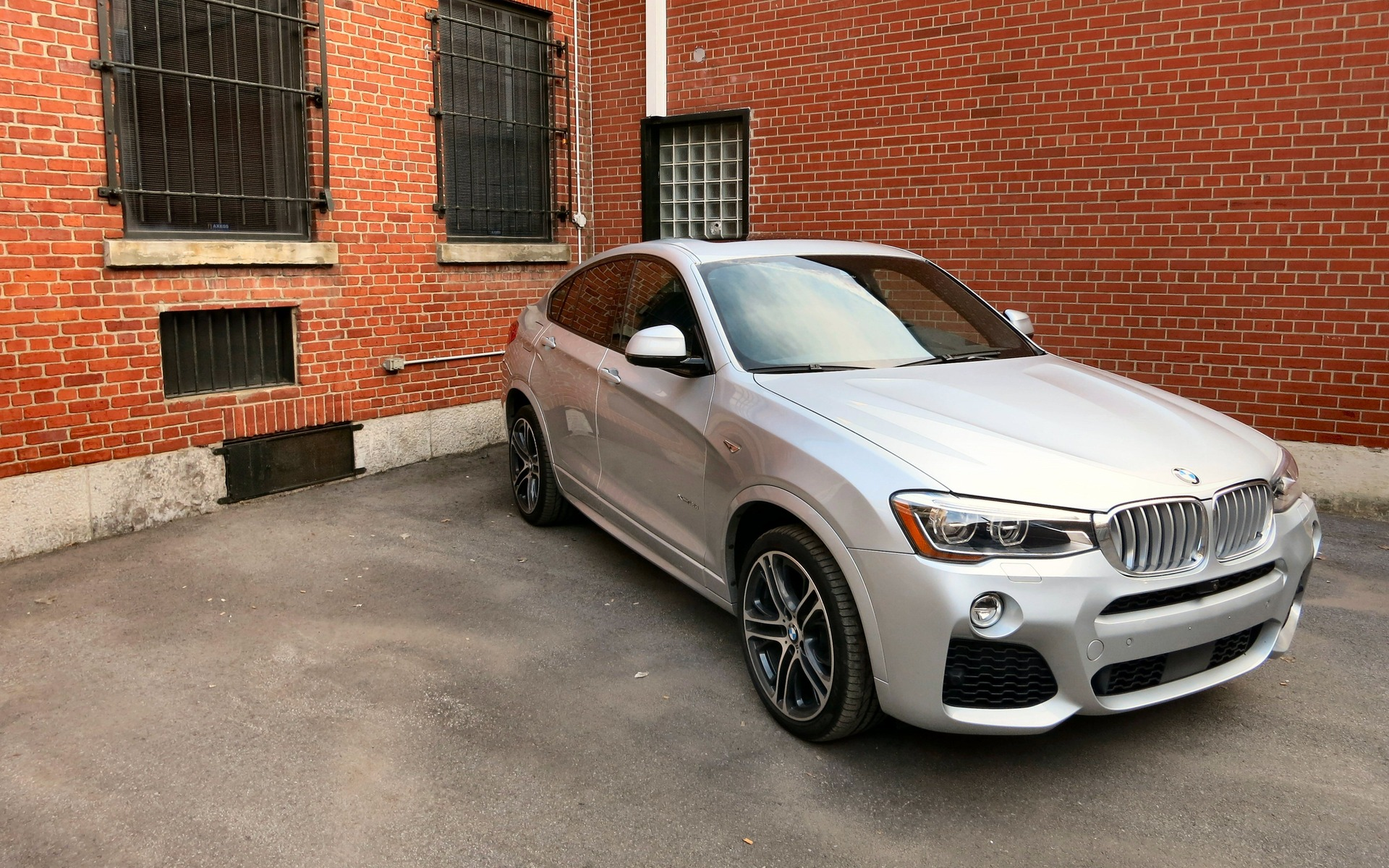 2015 bmw x4 xdrive35i slave to fashion review the car. Black Bedroom Furniture Sets. Home Design Ideas