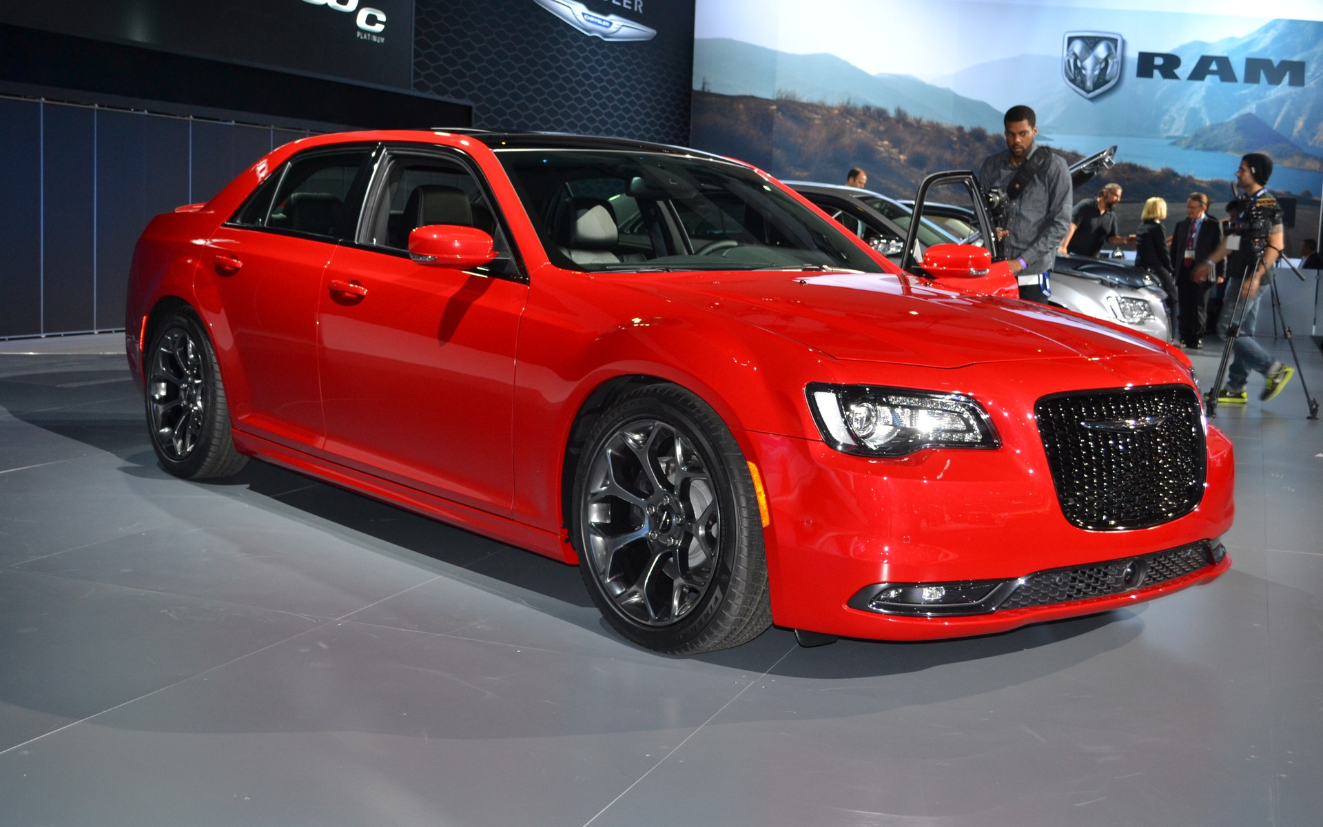 los angeles the chrysler 300 s new nose 2015 chrysler 300 the car guide. Black Bedroom Furniture Sets. Home Design Ideas