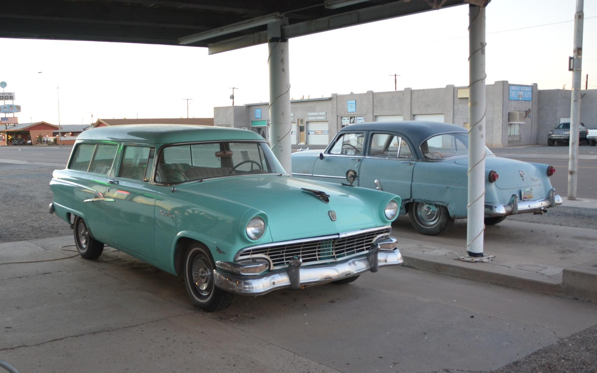Ford ranch wagon 1956 cette familiale est beaucoup moins for Salon vieilles voitures