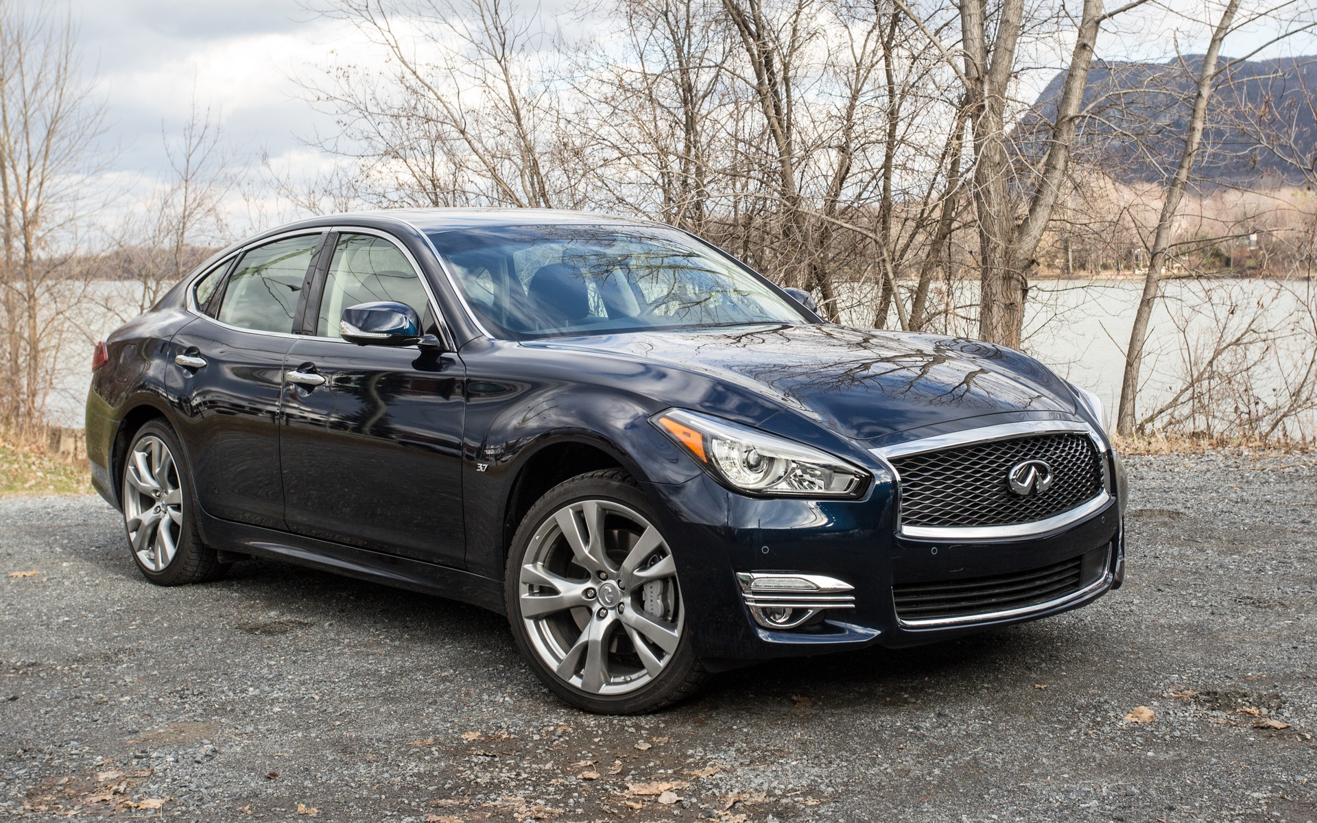 the 2015 infiniti q70 overshadowed luxury review the car guide. Black Bedroom Furniture Sets. Home Design Ideas