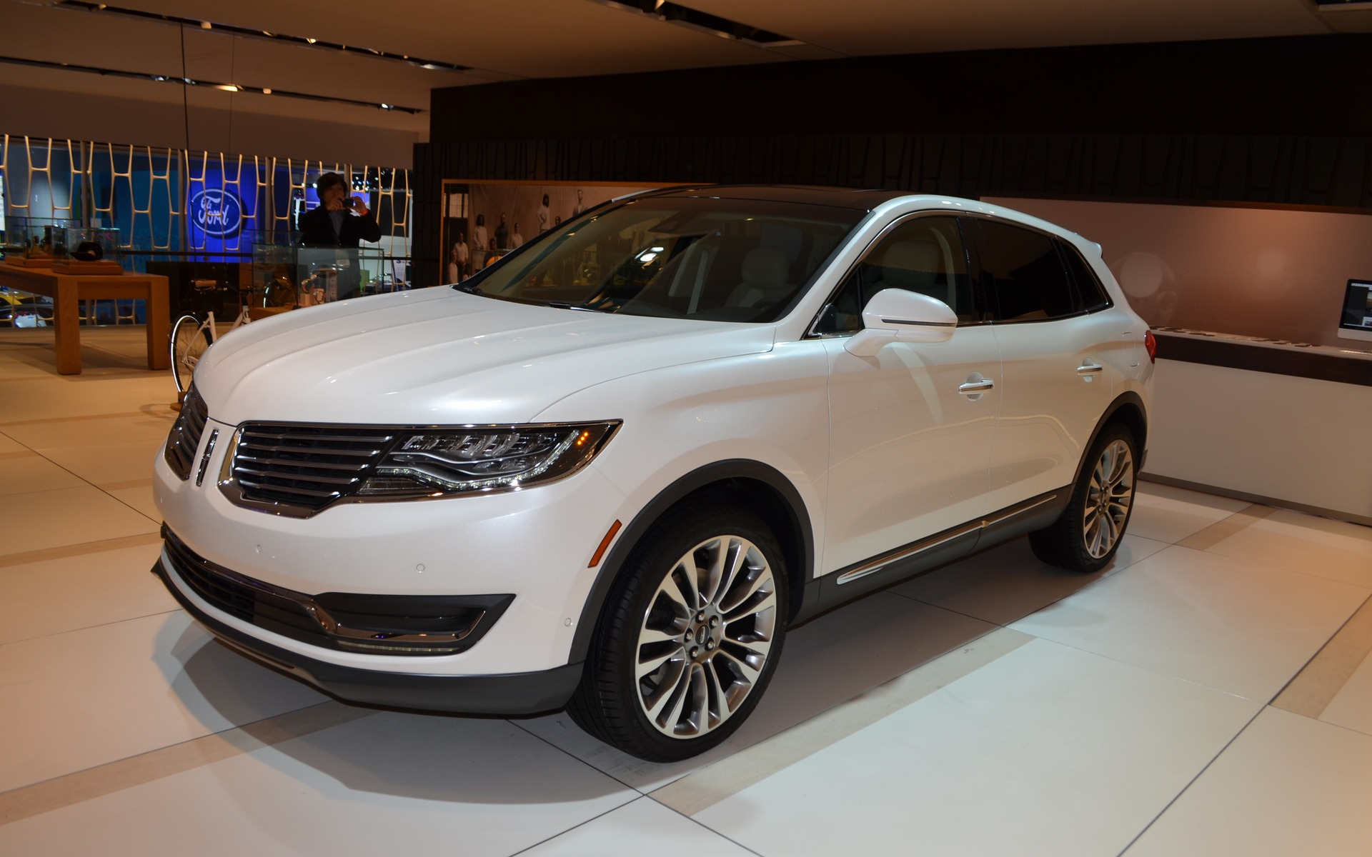 here is the 2016 lincoln mkx the car guide. Black Bedroom Furniture Sets. Home Design Ideas