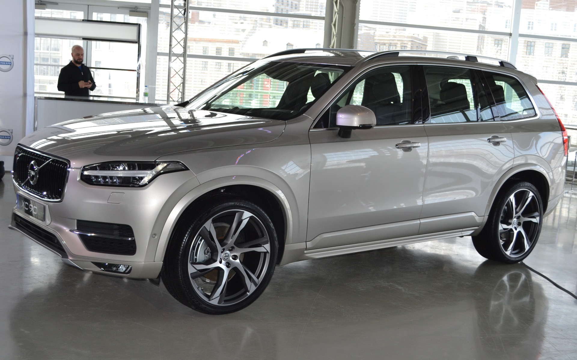 new models volvo introduces the new 2016 xc90 and v60 cross country 2015 volvo xc90 2015. Black Bedroom Furniture Sets. Home Design Ideas