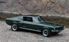 Ford Mustang GT 1968. Empattement de 108'' (2743 mm). Longueur de 183,6'' (4663 mm). Une Mustang 2010 a un empattement de 107'' (2720 mm) et une longueur de 188'' (4780 mm)