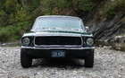 Ford Mustang GT 1968. 2659 livres (1206 kilos). En 2010, on parle de 3401 livres (1543 kilos)