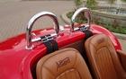 Allard J2X MKII, les deux arceaux arrière sont bien visibiles et ajoutent au style de la voiture.