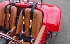 Allard J2X MKII, ceintures à quatre points. Ceinture à trois points en équipement de série.
