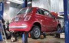 La petite Fiat 500 passe à l'inspection mécanique. Qu'allons-nous découvrir?
