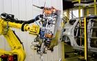 Ford et ses robots aux yeux de laser et aux bras en ventouse